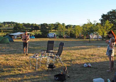 Camping overzicht met kampeerders