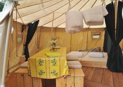 Camping, yurt, eettafel